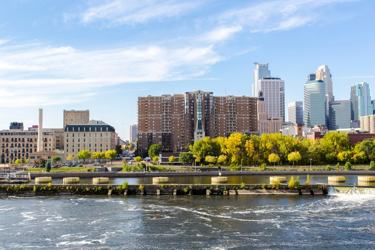 Downtown-Minneapolis-Mississippi-River